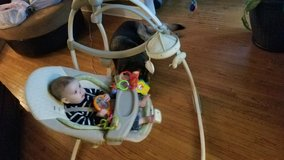 baby swing, dual changer, vibrates in Algonquin, Illinois