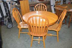 Oak Table, Leaf & 4 chairs in Tacoma, Washington