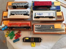 Vintage HO-Scale Train Cars & Track Lot #9 in Glendale Heights, Illinois