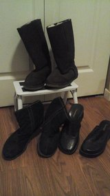 (2) Pair's Winter Boots & Clogs/Slip On's Shoe Bundle Size 8 in Glendale Heights, Illinois