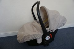 BabyStyle Oyster 0+ Exclusive Car Seat with adaptors in Lakenheath, UK