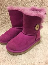 Pink UGG Girl's Boots Size 8 in Okinawa, Japan