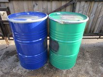 USED 205 LITRE/45 GALLON STEEL DRUMS/BARRELS WITH LIDS. in Lakenheath, UK