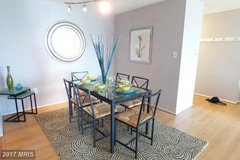 Dining room table & chairs in Fairfax, Virginia