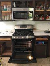 GE 5.6 cu Gas Oven + Microwave to match in Camp Pendleton, California