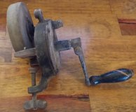 REDUCED Vintage Grinding wheel hand crank tbl mount in 29 Palms, California