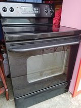 GE / Black Ceramic Top Electric Stove in Fort Campbell, Kentucky