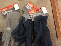 Northface gloves 1 pair left in Camp Pendleton, California
