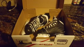 Boys hockey ice skates (Size 2) in Orland Park, Illinois
