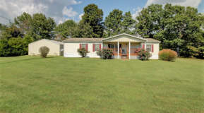 Beautiful 3 Bedroom 2 Bathroom On 5 Acres in Fort Campbell, Kentucky