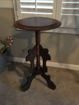 REDUCED!!!  ROUND TABLE / PLANT STAND in Macon, Georgia
