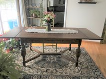 Beautiful Antique Oak Table in Aurora, Illinois