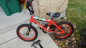 kids bike with training wheels 16in in Spring, Texas