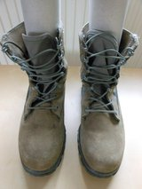 WOMEN'S 7.5 BOOTS in Ramstein, Germany