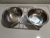 Dog dishes & holder in Naperville, Illinois