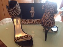 GUESS Shoes and clutch bag in Grafenwoehr, GE