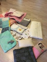 Lots of Blankets and pilllows to spoil your pet (all in great condition ) in Grafenwoehr, GE