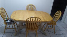 Expandable Dining Room Table in Fort Hood, Texas