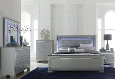 BRAND NEW! DESIGNER QUALITY QUEEN LED LIT / GLASS BED SET! in Camp Pendleton, California