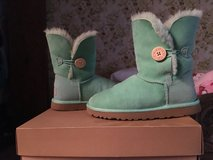 Bailey button uggs green in Orland Park, Illinois