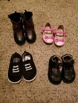 Size 5 girls shoes in Fort Campbell, Kentucky
