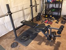 Weight bench with 45 lb bar in Quantico, Virginia