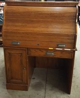 Roll Top Desk... Great Shape in Fort Campbell, Kentucky