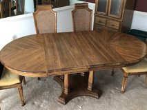Dining room table and 6 chairs in Spring, Texas