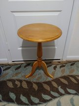 17in. Round oak Table in Conroe, Texas