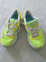 Womens  Running Sneakers Size 8.5 In Excellent Condition in Fort Bragg, North Carolina