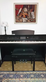 Moving Sale!!! Yamaha Clavinova CVP-605, Digitalpiano 110-220v with bench in Ramstein, Germany