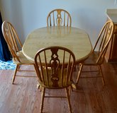 Kitchen Table and Chairs in Bolingbrook, Illinois