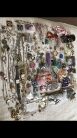 Beads/misc jewelry 100+ pieces in Fort Polk, Louisiana