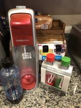 soda stream with 5 bottles in Quantico, Virginia