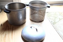 3 pc Maid of Honor cooking pot with strainer in Beaufort, South Carolina