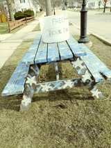 Picnic table in Plainfield, Illinois