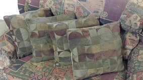 Couch Pillows in Fort Riley, Kansas