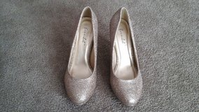 Champagne (gold) glitter shoes in Elgin, Illinois