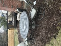 Outdoor table and chairs in Naperville, Illinois