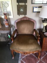 Large accent chair great conditon in Cleveland, Texas