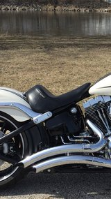 Le Pera Up Front Solo Seat Harley-Davidson Breakout in Oswego, Illinois