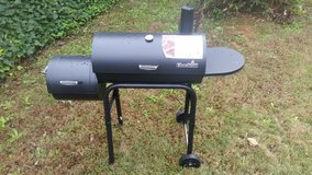 Charbroil  430 Offset Smoker BBQ in Fort Benning, Georgia