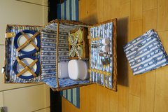 big new never used picnic basket for 4 peoples in Okinawa, Japan