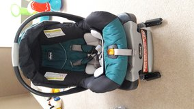 Chicco KeyFit 30 Infant Car Seat + 2 base in Naperville, Illinois