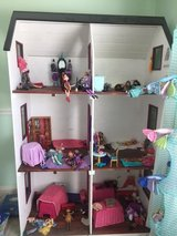 Dollhouse in Camp Lejeune, North Carolina