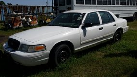 2009 crown vic in Cleveland, Texas