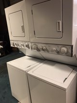 24 inch stackable electric washer and dryer in Cleveland, Texas