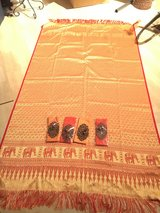 Thai style table runner and napkins with decorative rings in Stuttgart, GE