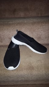 Adidas neo cloudfoam shoes 6 1/2 new in Naperville, Illinois