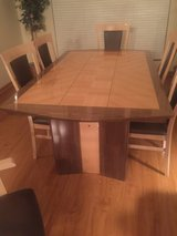 Dining Room Table/Chairs in Joliet, Illinois